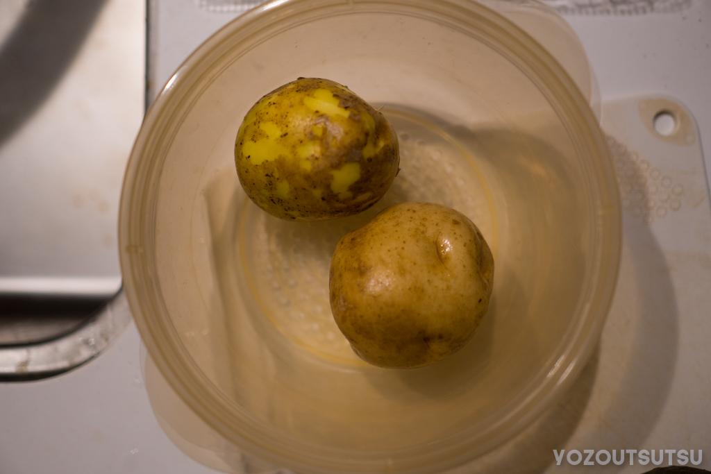 芋をレンチンする。